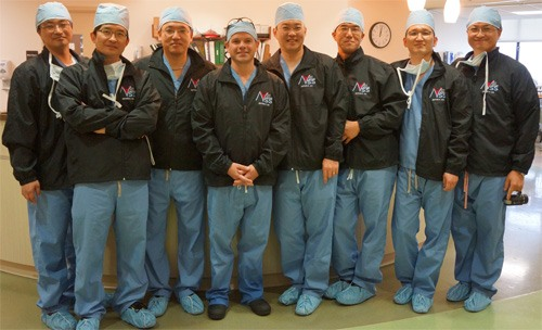 Dr McLaughlin in the operating room with the visting Orthopaedic Shoulder Surgeons from Korea. They are all wearing their team jackets from Dr McLaughlin.